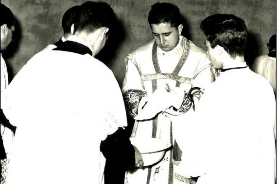 Foto in bianco e nero dell'ordinazione di Don Giorgio Fedalto di 60 anni fa