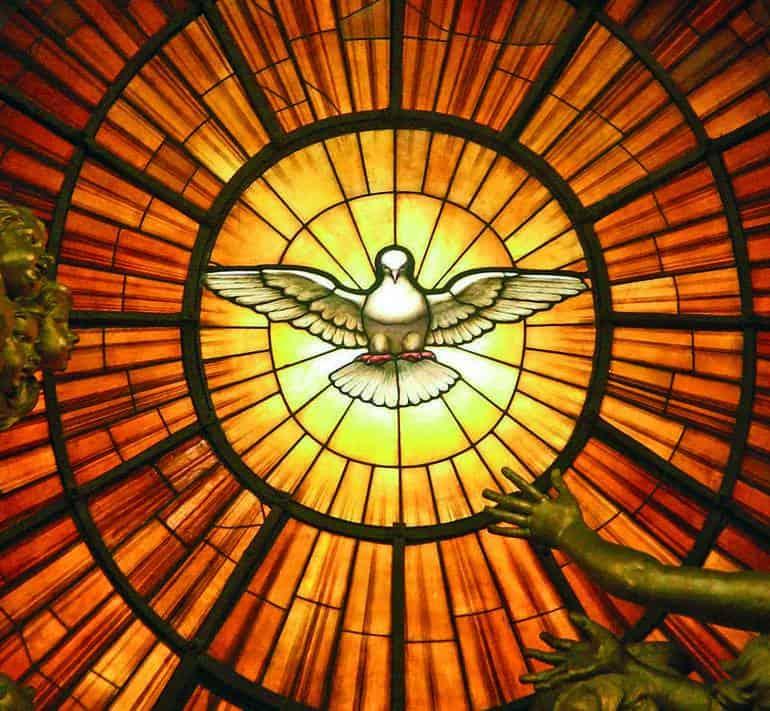 Immagine dello spirito santo sotto forma di colomba, la cresima per 36 giovani della nostra comunità